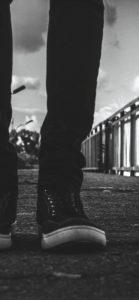 橋とスニーカー