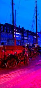 夜の町とオープンカフェの灯り1