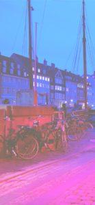 夜の町とオープンカフェの灯り2