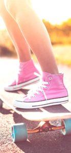 スケートボードをする女の子1