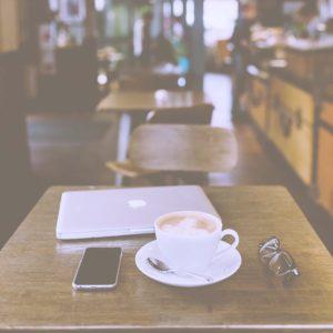 パソコンとコーヒー2