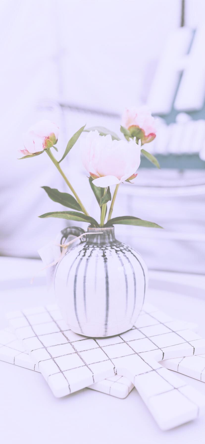 白い花瓶と花2