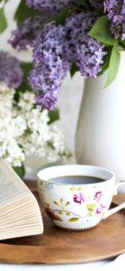 紫と白の花とコーヒー1