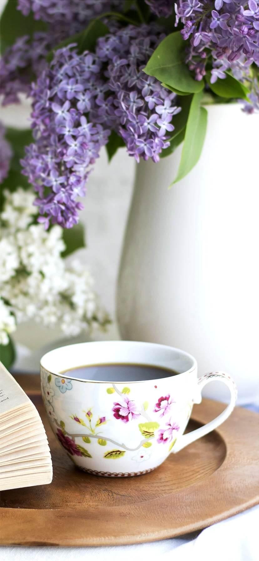 紫の花とコーヒー1