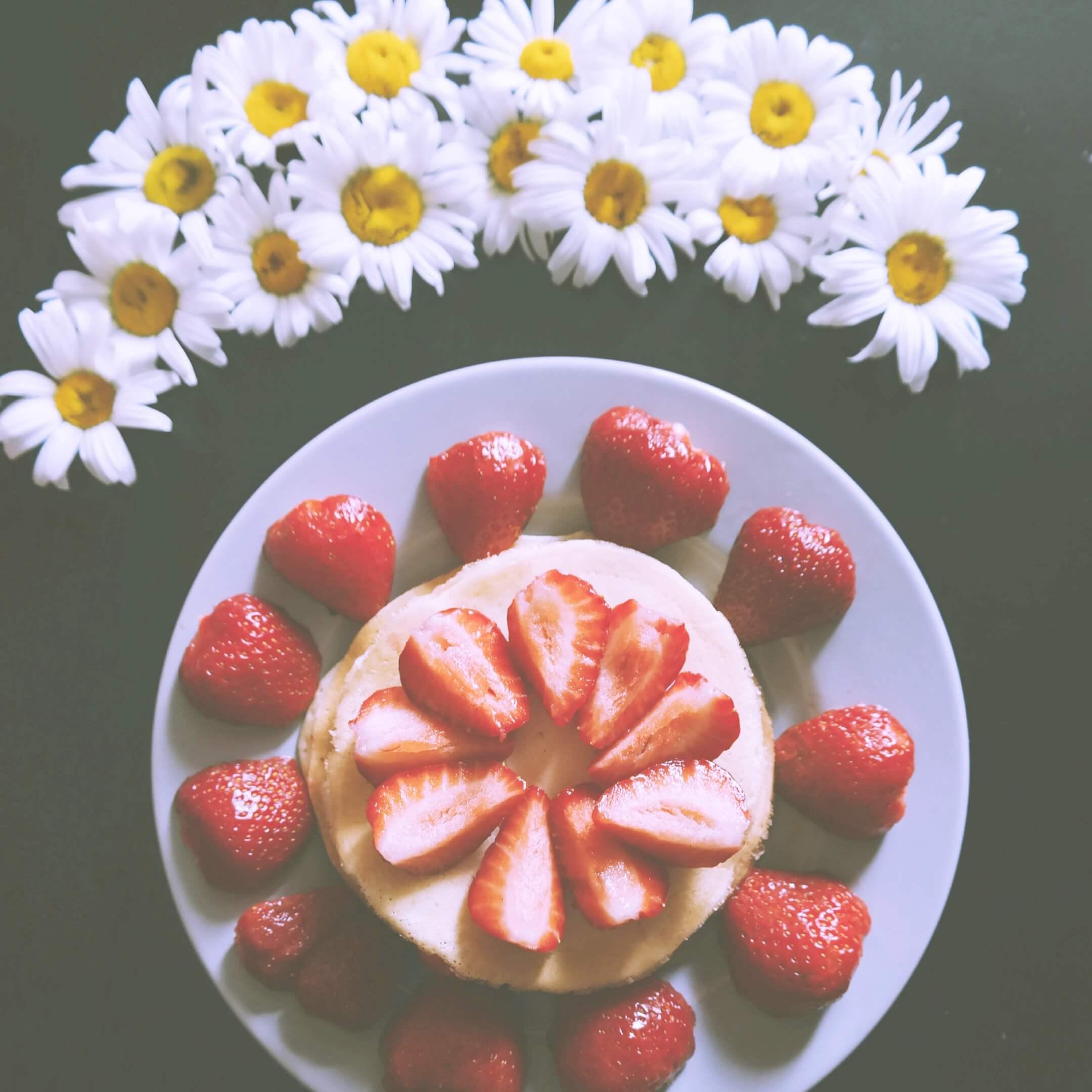 白い花と苺パンケーキ2
