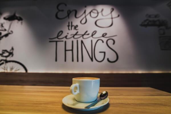 iPhoneコーヒーの無料壁紙タイトル画像