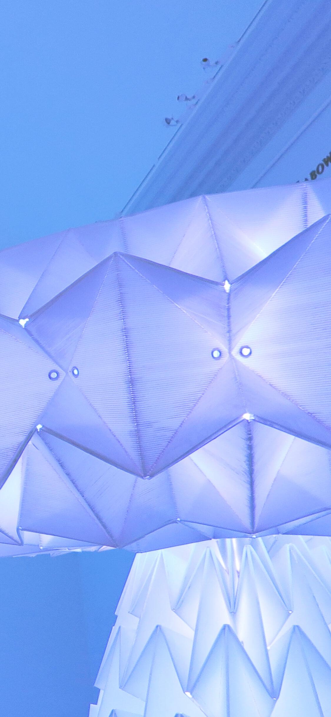 紫の光のオブジェ2