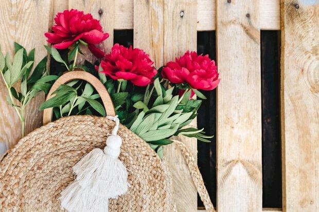iPhone8・7・6・6Splusのシンプルな花の無料壁紙・待受けを配信中