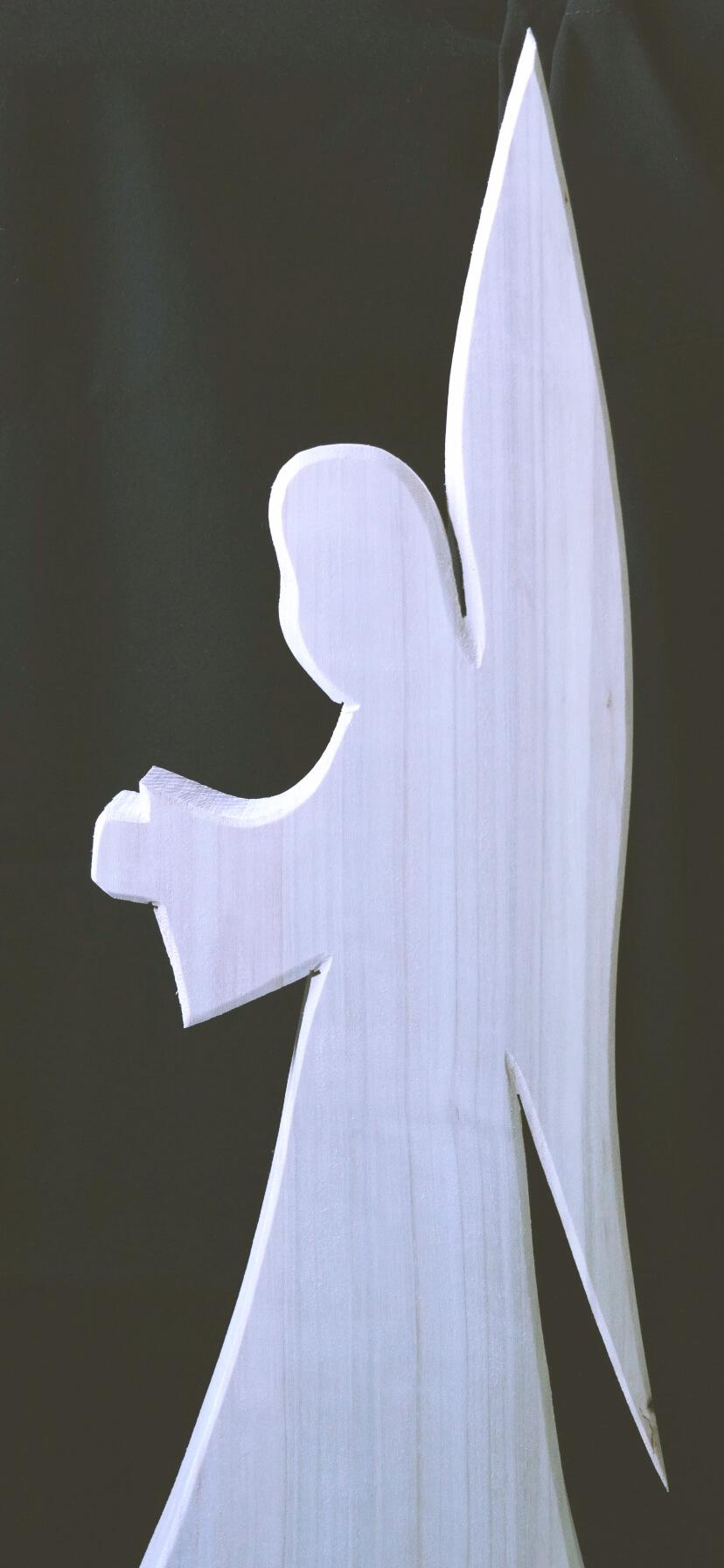木で作った天使のシルエット