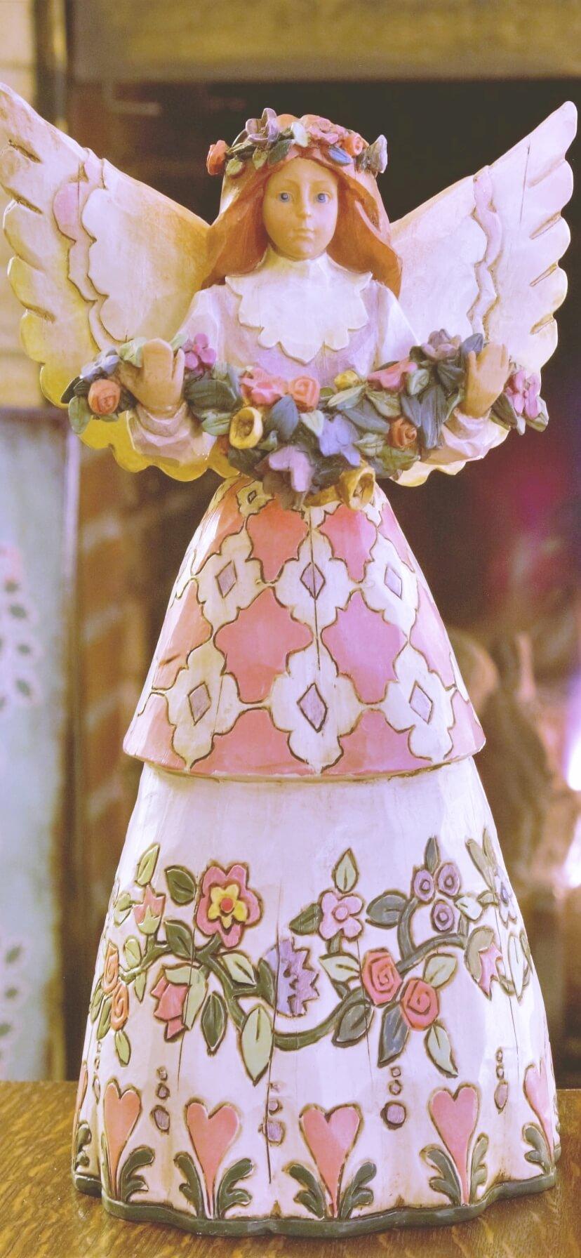 ピンクのワンピースの天使