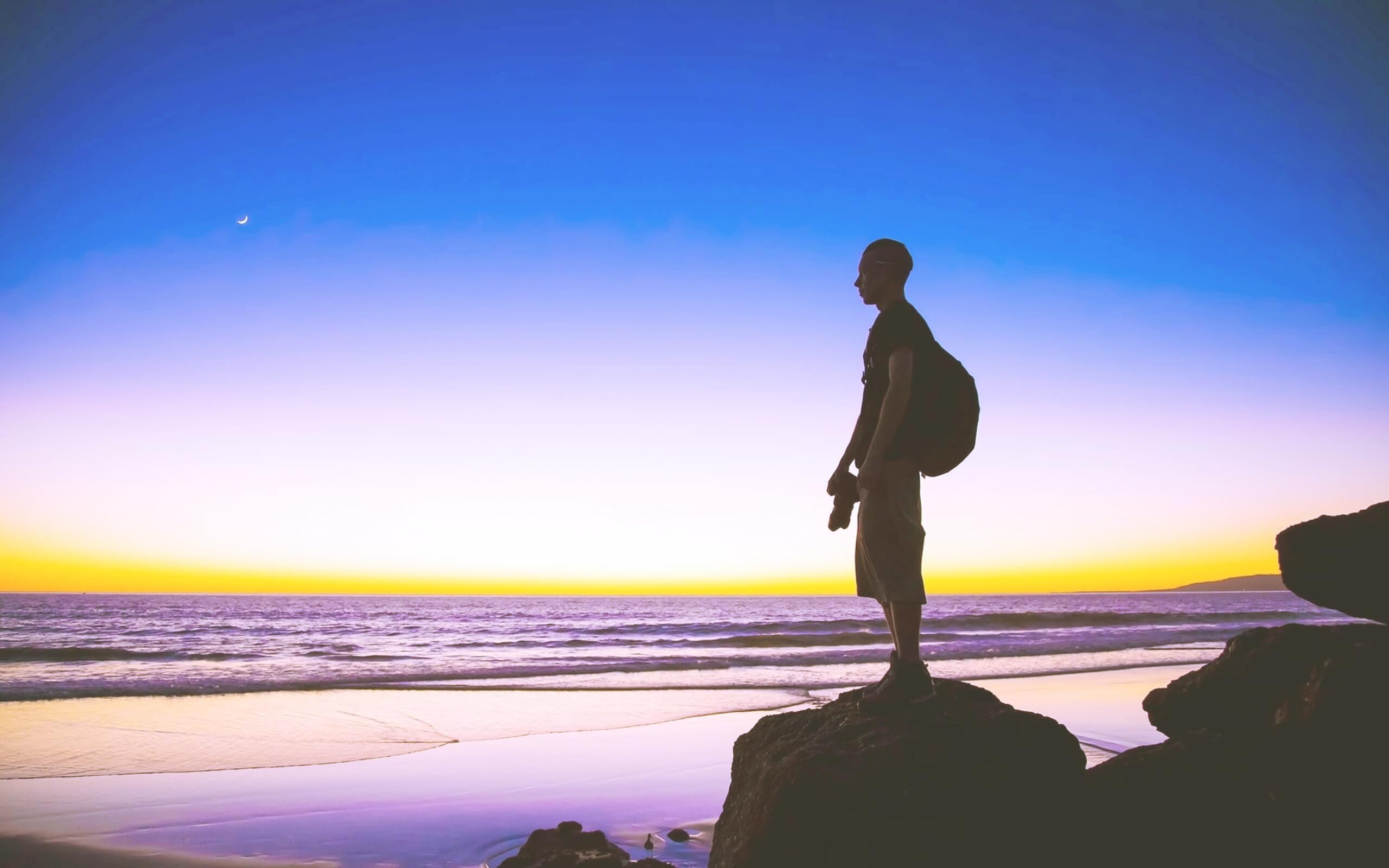夏の海を見てる人