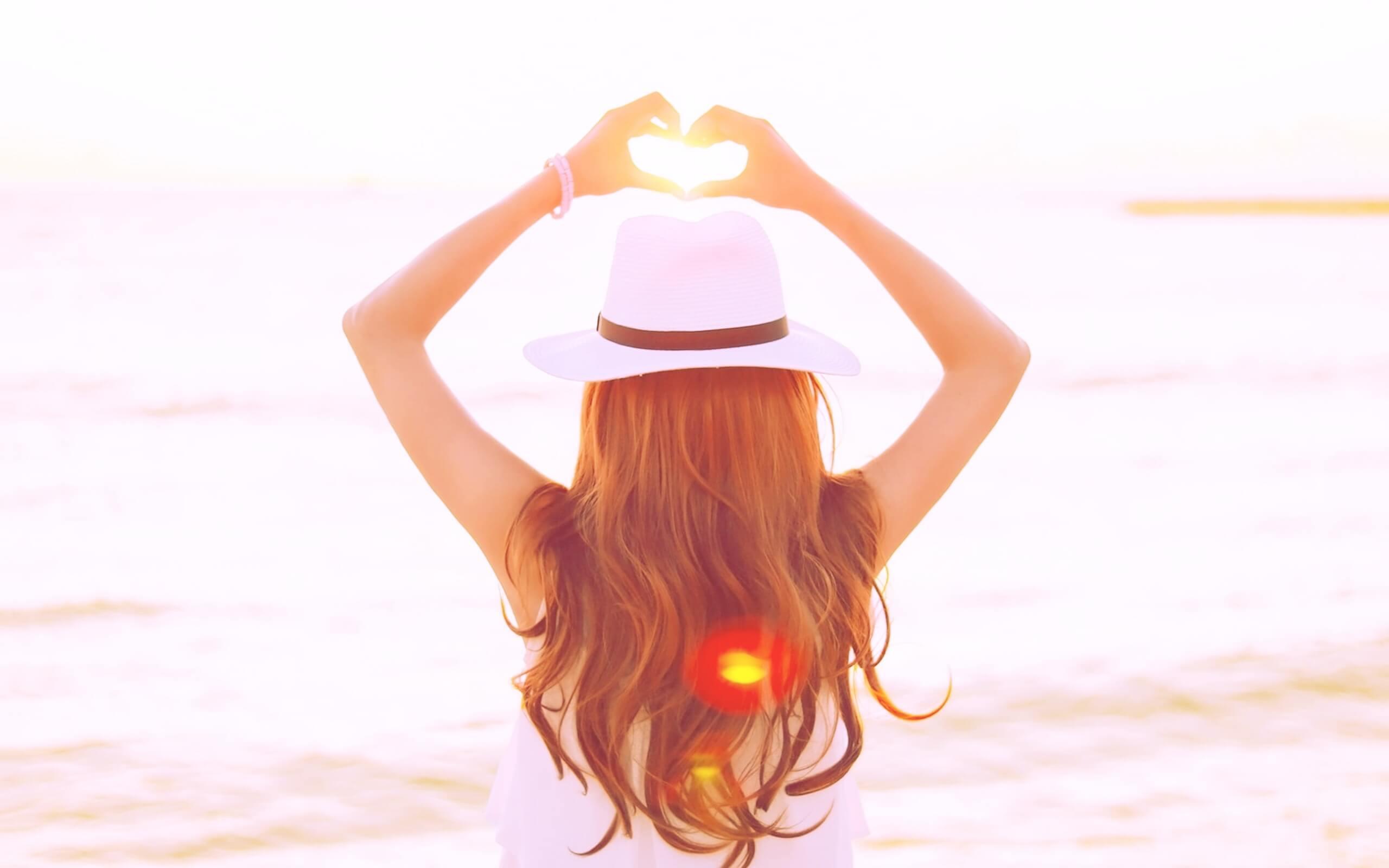 夏の太陽と女の子