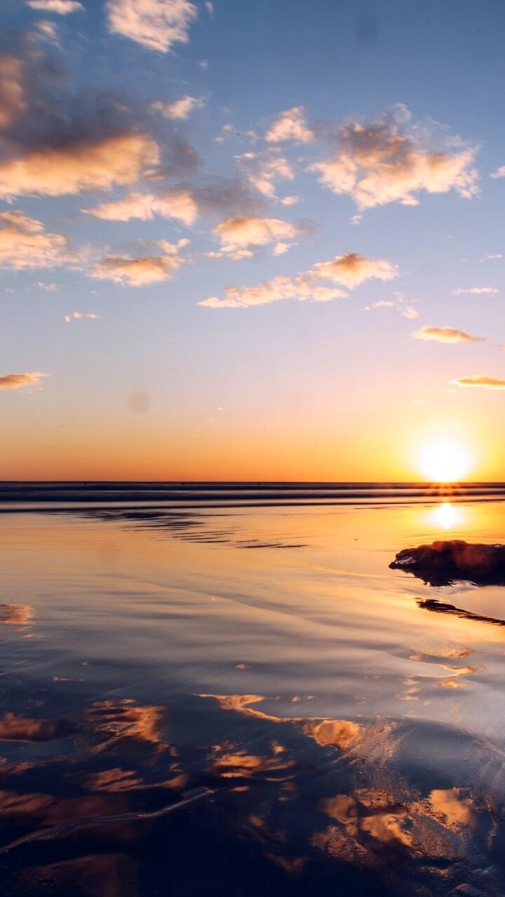 朝日と海に映る空