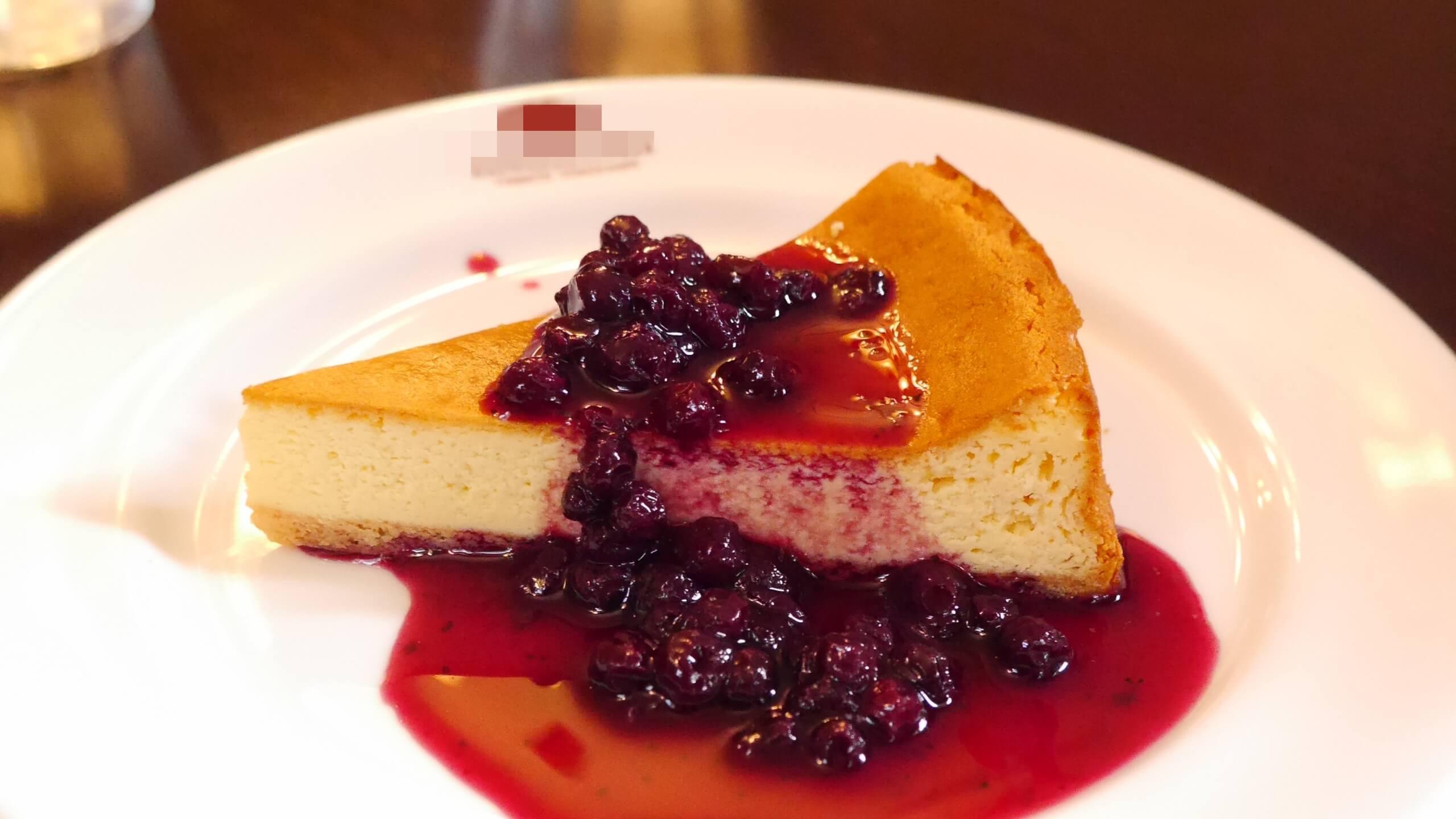 ベリーソースのチーズケーキ