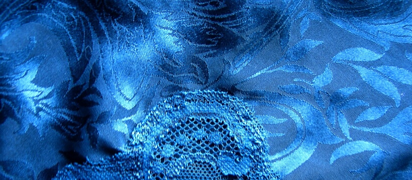 ブルーの布