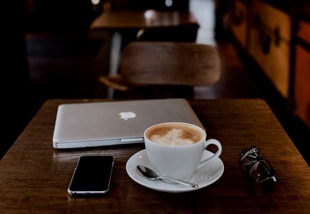 iPhoneロック中の画面・ホーム画面のコーヒー無料壁紙