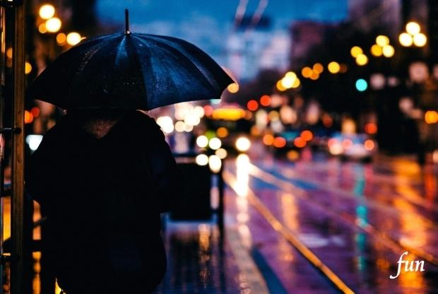 iPhone12Mini・13Miniロック画面等の雨の無料壁紙・待受けを配信中