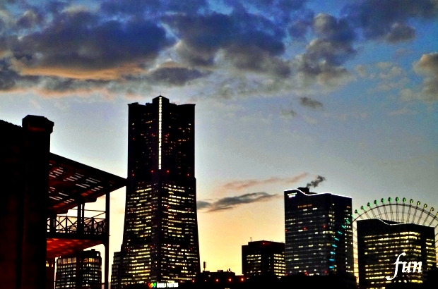 iPhone11Pro・Xs・Xロック画面等の横浜の無料壁紙・待受けを配信中